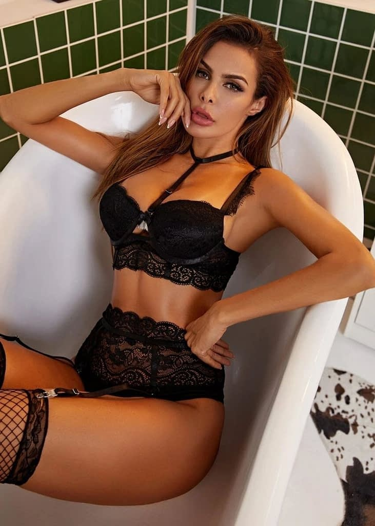 3PACK FLORAL LACE UNDERWIRE GARTER LINGERIE SET & STOCKINGS